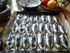 Sardines a la farce et l'huile d'olive au four - Amour de cuisine Algerian Recipes, Algerian Food, Sardines Au Four, Desserts Sains, Seafood Recipes, Barbecue, Food And Drink, Restaurant, Health