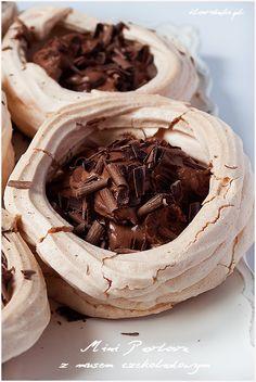 Mini Pavlova with chocolate mousse ilovebake.pl #chocolate
