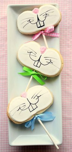 Adorably fantastic, super cheerful smiling Easter Bunny Cookie Pops.  Good way to use up those pumpkin shaped market day freezer cut out cookies!!!
