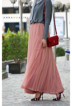 Light Pink Maxi, Red Handbag, Grey Sweater  |  Fall Outfit  |  Inspiration for Hijab Fashion