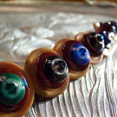 Antique Button Jewelry - Bracelet love it! must try! #ecrafty