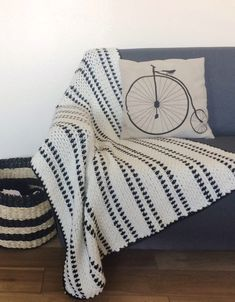 This is a perfect project for a beginner crocheter that wants a handmade touch added to her home. This crochet modern moss stitch throw looks amazing