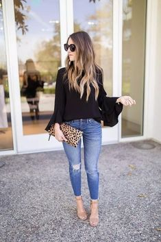 Black Flowy Top & Skinny Jeans Outfit Are you are looking for date night outfit ideas. We have cute & sexy winter date night outfits that will have you looking hot and feeling spicy! Outfits Damen, Komplette Outfits, Spring Outfits, Fashion Outfits, Work Outfits, Casual Date Outfits, Casual Dresses, Party Outfits, Outfits For Dates