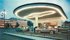 Dans l'Allemagne des années 50, un esprit américain pour une station Aral, face au siège social
