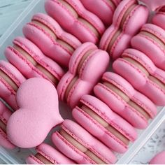 10 Most Creative Makeup Ideas That Are Trending Creative Desserts, Cute Desserts, Dessert Recipes, Valentines Food, Valentine Cookies, Macarons, Macaroon Wallpaper, Cute Food, Yummy Food