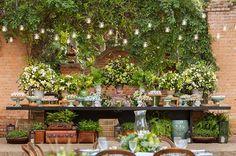 Decoração de casamento | Rústico Flower Decorations, Wedding Decorations, Table Decorations, Desert Table, Wedding Desserts, Home Wedding, Pretty Flowers, Altar, Interior Inspiration