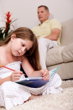Homework help is not always detrimental. Here are 6 benefits for parents and kids that come with parental homework help. Homeschool High School, Natural Parenting, Holistic Medicine, Home Schooling, Your Family, Baby Wearing, Tween, Homework, Your Child