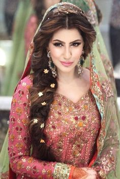 Wedding Hairstyles For Long Hair. These trendy and stylish wedding hairstyles including updos, french braids and buns are the hottest hair bridal trends. Mehndi Hairstyles, Wedding Hairstyles For Long Hair, Bride Hairstyles, Indian Hairstyles, Hairstyle Ideas, Curly Hairstyles, Bridesmaid Hairstyles, Hairstyles Pictures, Hairstyles 2016