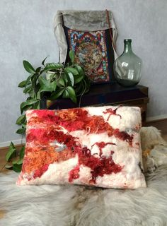 Vilten Kussen Rood - studio a-ragna - vilt & interieur Felt Cushion, Felt Pillow, Nuno Felting, Needle Felting, Felted Wool Crafts, Floor Art, Felt Decorations, Tapestry Weaving, Handmade Felt