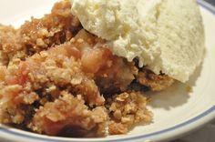 Nem og lækker æblecrumble med vanilje og kanel