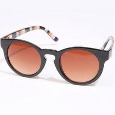 Óculos de sol tartaruga da marca australiana QuayEyewear, que faz dos  clássicos modelos originais e contemporâneos b150b90e6f