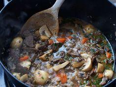 Pot Roast, Stuffed Mushrooms, Vegetables, Ethnic Recipes, Food, Carne Asada, Veggies, Essen, Vegetable Recipes