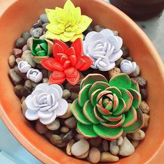 Paper Quilling Succulent Garden : 10 Steps (with Pictures) - Instructables Quilled Roses, Paper Quilling Flowers, Paper Quilling Patterns, Paper Quilling Jewelry, Quilling Paper Craft, Paper Crafts, Paper Art, Quilling Dolls, Neli Quilling