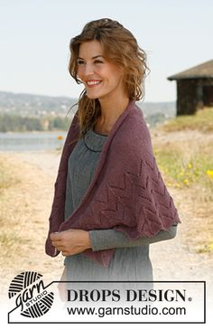 """Knitted DROPS shawl with wave pattern in """"Alpaca"""" or """"BabyAlpaca Silk"""". ~ DROPS Design"""