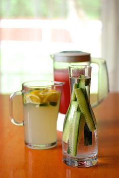 Co pít v létě Cooking Recipes, Healthy Recipes, Mojito, Smoothies, Detox, Mason Jars, Food And Drink, Mugs, Drinks