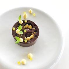 Choco exotique !! Trop trop bon . #eze #monaco #cooking #cotedazur #chef #cheftattoo #juliendugourd #team #patisserie #gastronomy #dessert #testing #pastry #pastryart #pastrylife #pastryporn #pastrylove #michelin #restaurant #relaischateaux #culinary #simplicity #grandtabledumonde #michelinstar @julien.dugourd @retrofloxy