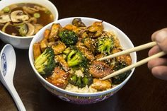 Japanese Tofu Broccoli And Miso Soup Dinner Tofu, Vegan V, Miso Soup, Sprouts, Broccoli, Lunch, Snacks, Meat, Chicken