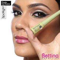 Dale brillo a tu mirada con las #Bettina Spotlight Powder Dip #Eyeshadow.Una sombra en polvo con excelente pigmentación. La tapa contiene una brocha diseñada para una aplicación fácil y precisa. #makeup