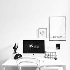 The An Organised Life downloadable desktop calendar sitting pretty on @homescenejournal iMac 👌🏼 #regram #anorganisedlife