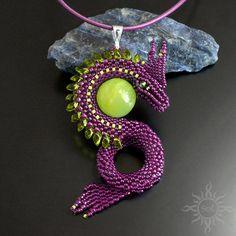 #beading #beadwork #violetpendant #3Dpendant #dragonscales #dragonscalespendant #dragonpendant #gameofthrones #gameofthronesgift #fantasyjewelry #fantasypendant #fanjewelry #gotgift #gotjewelry #thronesjewelry #3Ddragon #agatependant #greenagate #agatejewelry #violetdragon #purpledragon #violetandgreen