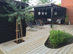 Backyard Garden Design, Rooftop Garden, Backyard Projects, Pallet Patio Decks, Decking, House With Land, Backyard Renovations, Outdoor Living, Outdoor Decor