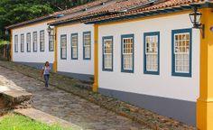 Photography Photos, Brazil, Estrada Real, Garage Doors, Explore, City, Outdoor Decor, Minas Gerais, Old Wood