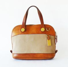 Dooney and Bourke vintage. I love it!! Love vintage bags