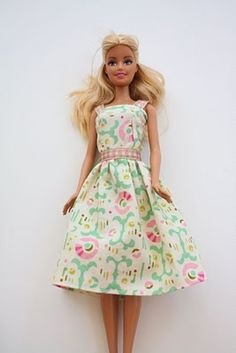 DIY Barbie clothes tutorial great for a little girl's gift! – Ema Lam DIY Barbie clothes tutorial great for a little girl's gift! DIY Barbie clothes tutorial great for a little girl's gift! Sewing Dress, Sewing Barbie Clothes, Barbie Sewing Patterns, Doll Clothes Patterns, Clothing Patterns, Diy Clothes, Dress Patterns, Pattern Sewing, Dress Clothes
