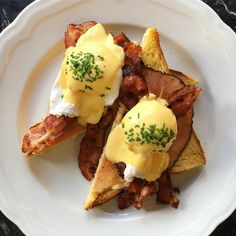 best breakfast and brunch restaurants in berlin serving your favorite breakfast non-stop, 24 hours a day: Pancakes, bagles, eggs benedict, coffee and Restaurant, Best Breakfast, Brunch, Places, Food, Recipe Book Design, Morning Breakfast, Fun Breakfast Ideas, Nice Breakfast