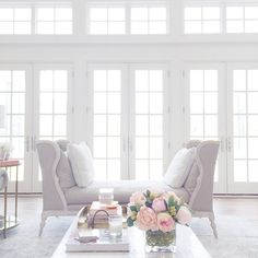 Soft and Dreamy Living Room. Rach Parcell Home My Living Room, Home And Living, Living Room Decor, Living Spaces, Style At Home, Piece A Vivre, Home Fashion, Home Decor Inspiration, Family Room