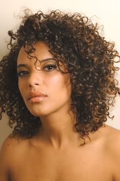 Natural curly hair - face-flattering shape!