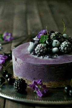acai ice cream uploaded by Ʈђἰʂ Iᵴɲ'ʈ ᙢᶓ on We Heart It Beautiful Cakes, Amazing Cakes, Raw Desserts, Blueberry Cheesecake, Cream Cake, Food Design, Let Them Eat Cake, Sweet Recipes, Fondant Cakes