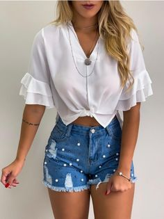 Short Jeans Lara Bordado c/ Pérolas in 2020 Short Jeans, Jean Short Outfits, Casual Work Outfits, Date Outfits, Work Casual, Casual Looks, Cool Outfits, Summer Outfits, Fashion Outfits