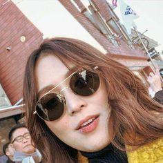 Cute Dog Wallpaper, Filipina Actress, Cant Help Falling In Love, Kathryn Bernardo, Love Birds, Cute Dogs, Sunglasses Women, Actresses, Celebrities