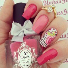 Instagram media by gabrielaflores05 - Feita por mim em mim. Com película da @docepelicula e esmalte da @divacosmetics  Anel da loja virtual @agridocefashion