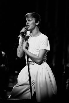 Performing at Aire Crown in Chicago, Illinois, April 1978. | David Bowie: A Life In Pictures - BuzzFeed News