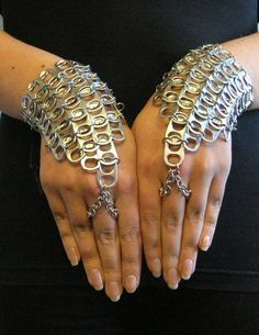 A pair of pop tab handflowers. I want to make this except with chain instead of poptabs. Soda Tab Crafts, Can Tab Crafts, Bottle Cap Crafts, Bottle Caps, Pop Top Crafts, Pop Can Tabs, Soda Tabs, Pop Cans, Recycled Fashion