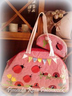 Bolsa maternidade toda quiltada com aplicação em patchwork podendo variar o tema,. R$ 105,00