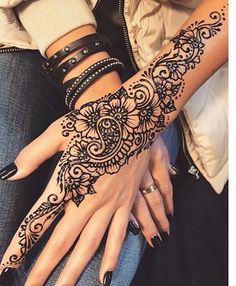 Cool Henna Tattoos For Back Hands – Henna Designs For Girls – Mehandi – Henna 2020 Cool Henna Tattoos, Henna Tattoo Designs Arm, Henna Inspired Tattoos, Simple Henna Tattoo, Nail Tattoos, Tatoos, Cute Henna Designs, Beautiful Henna Designs, Mehandi Designs