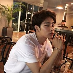 𝓟ɨ𝓟ɨ: @ 𝙥𝙪𝙡𝙡𝙞𝙦 ☹⋆ ࿐ - guys and gurls - Info Korea Korean Boys Hot, Korean Boys Ulzzang, Hot Asian Men, Cute Asian Guys, Korean Couple, Ulzzang Boy, Korean Men, Asian Boys, Cute Guys
