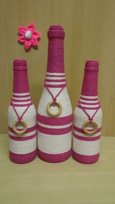Pin on boteñas decoradas Bottle Cap Projects, Glass Bottle Crafts, Wine Bottle Art, Painted Wine Bottles, Diy Bottle, Jute Crafts, Diy Arts And Crafts, Crafts To Make, Twine Bottles