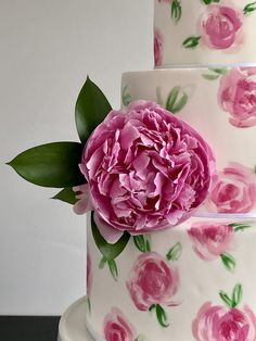 Floral hand painted wedding cake with peonies 🌸❤️ Sweet deer hand painted cakes Painted Wedding Cake, Hand Painted Cakes, Peonies, Deer, Wedding Cakes, Rose, Floral, Flowers, Plants
