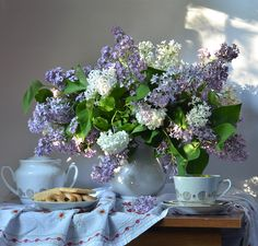 Яндекс.Фотки Petunias, Painting Inspiration, Flower Art, Still Life, Amazing Photography, Table Decorations, Drawings, Awesome, Lilacs