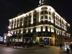 #Fasada #hotelu #Bristol #Warszawa który już od ponad stulecia #zachwyca i #inspiruje #elity, #artystów... Założony przez Ignacego Paderewskiego - pianistę i kompozytora #światowej #sławy.  Zatrzymali się tu m.in. Pablo Picasso, Marlena Dietrich, Sophia Loren, Placido Domingo, Woody Allen... #BristolWarszawa #HotelBristolWarsaw #zdjęcie #Nexus5