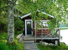 Reimanien mökillä ollaan luonnon ehdoilla   Kodin Kuvalehti Sauna Design, Finnish Sauna, Scandinavian Home, Finland, House Styles, Cabins, Woodwork, Cottages, Thor