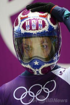 ソチ冬季五輪会場のロザ・フトル(Rosa Khutor)のスライディング・センターで公式練習に臨む米国のノエル・ペース(Noelle Pikus-Pace、2014年2月10日撮影)。(c)AFP/LIONEL BONAVENTURE ▼11Feb2014AFP|スピードもすごいがヘルメットもすごい!ソチ五輪のスケルトン http://www.afpbb.com/articles/-/3008218 #Sochi2014 #Skeleton