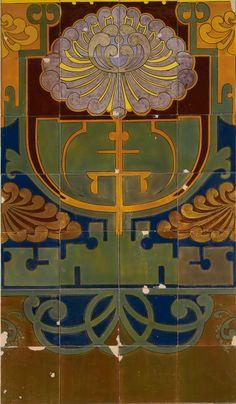 Tableau van 32 keramische tegels met gestileerde bloem, gemaakt door de Plateelbakkerij Rozenburg in Den Haag, ca. 1895-1915