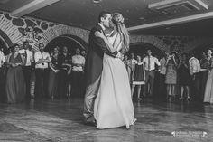Con esta romántica instantánea tomada en el Salón de los Arcos del Cigarral del Ángel Custodio, nos despedimos hasta el lunes. ¡Feliz fin de semana! (Imagen: Adrian Tomadin) #Cigarral #Toledo #Opiniones #Boda