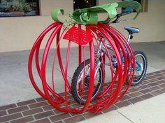 Suportes criativos para bicicletas