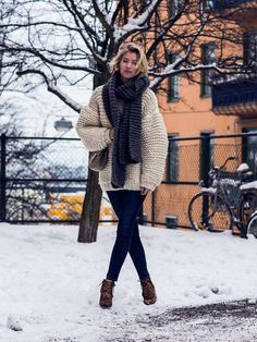 Zanita Wittington of Zanita in an chunky oversized knit sweater with skinny jeans and leopard booties